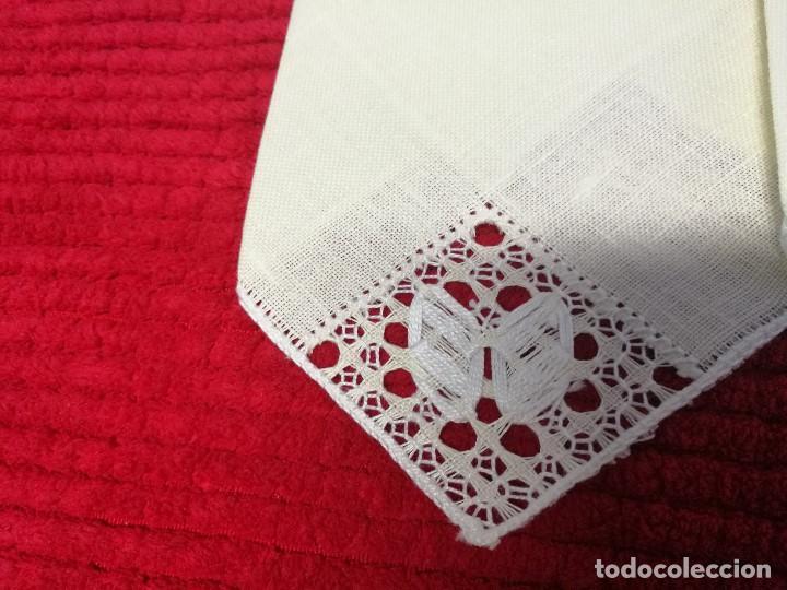 Segunda Mano: Servilletas de hilo bordadas y con esquina de encaje - Foto 2 - 68849745