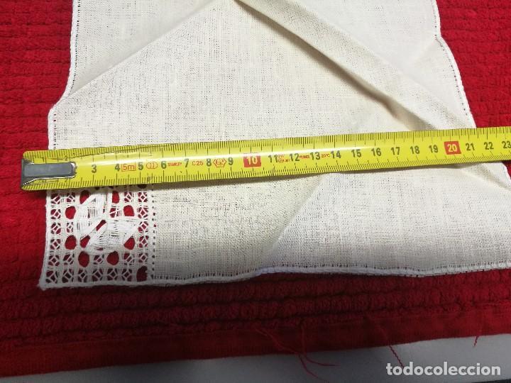 Segunda Mano: Servilletas de hilo bordadas y con esquina de encaje - Foto 3 - 68849745
