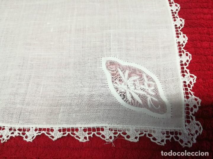 Segunda Mano: Servilletas blancas de algodón -tacto organdí- con encaje incrustado y remate. - Foto 2 - 68850801
