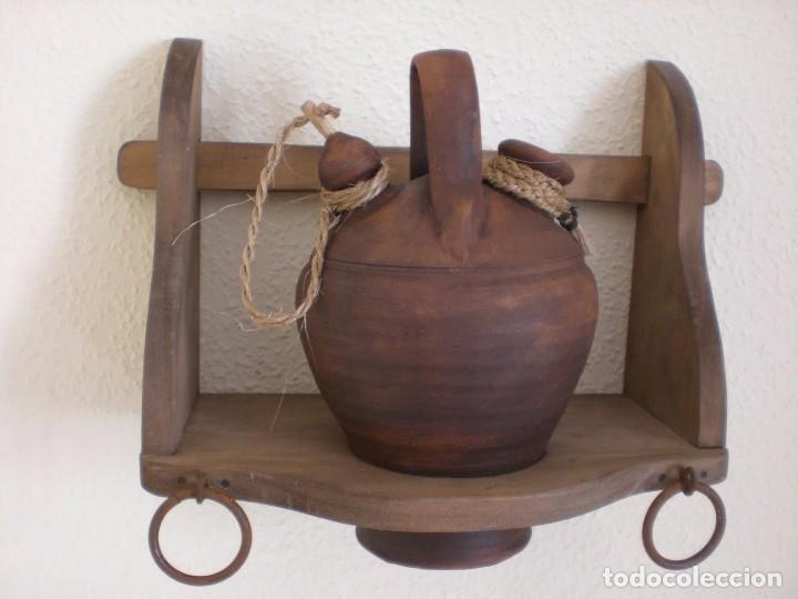 Botijera de madera r stica con botijo de barro comprar - Botijo de barro ...