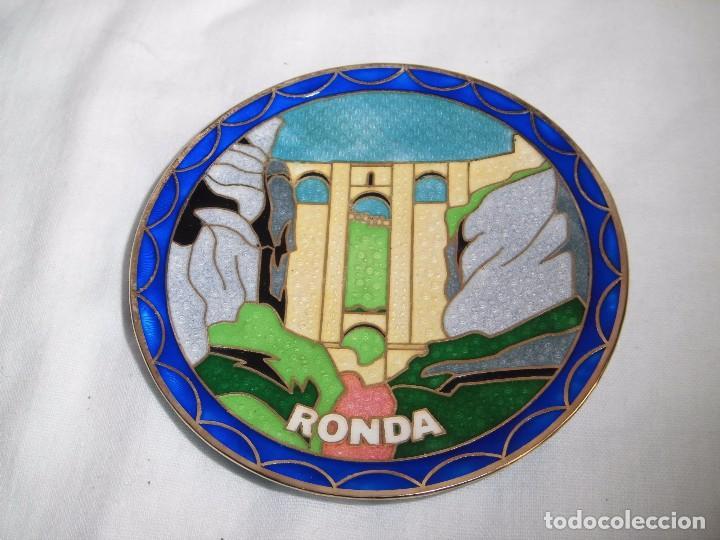 BONITO PLATO ESMALTE CLOISONE CON EL PUENTE NUEVO DE RONDA (Segunda Mano - Hogar y decoración)