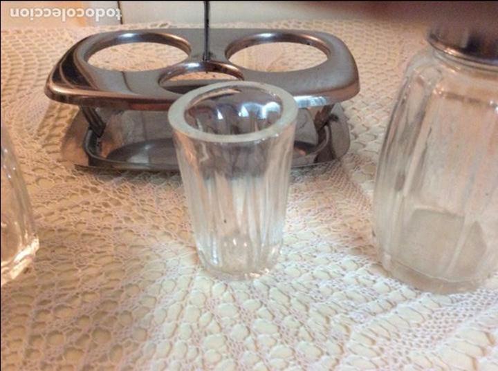 Segunda Mano: Set de salero, pimentero y vasito para palillos en cristal y acero inoxidable. Años sesenta. - Foto 4 - 98081559