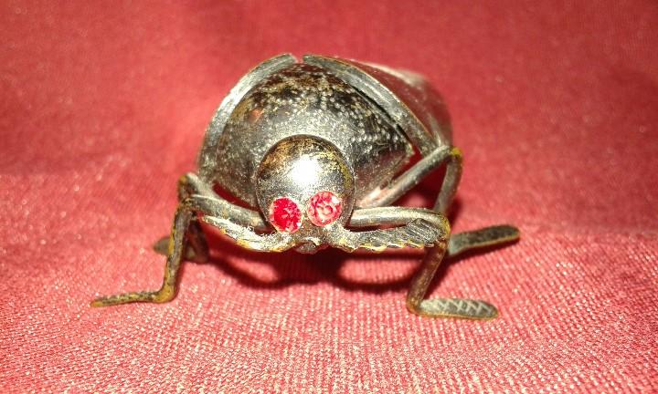 Segunda Mano: Cucaracha de bronce pavonado. Ojos piedras rojas. Siglo XX. - Foto 3 - 108006287