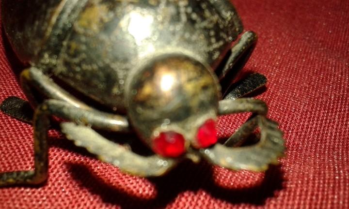 Segunda Mano: Cucaracha de bronce pavonado. Ojos piedras rojas. Siglo XX. - Foto 8 - 108006287