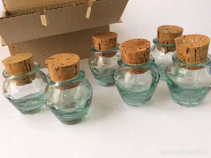 Segunda Mano: Envío 8€.Caja 6 meleras de vidrio miniatura, con tapón de corcho, de 5cm de capacidad más el tapón. - Foto 2 - 208988636