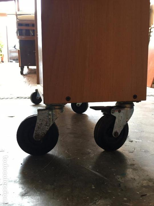 Segunda Mano: LIBRERÍA O CLASIFICADOR MOVIBLE (con ruedas) - 112,5 x 100 x 28 cm - Foto 2 - 112378675