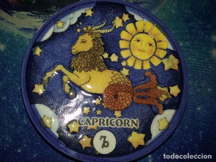 PLATILLO CON FIGURA DE HOROSCOPO. CAPRICORNIO. (Segunda Mano - Hogar y decoración)