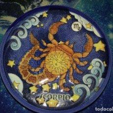 Segunda Mano: PLATILLO CON FIGURA DE HOROSCOPO. ESCORPIO.. Lote 112828739