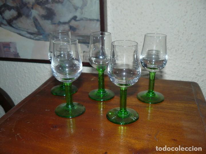 Segunda Mano: CINCO COPAS EN CRISTAL BICOLOR - Foto 2 - 115593863