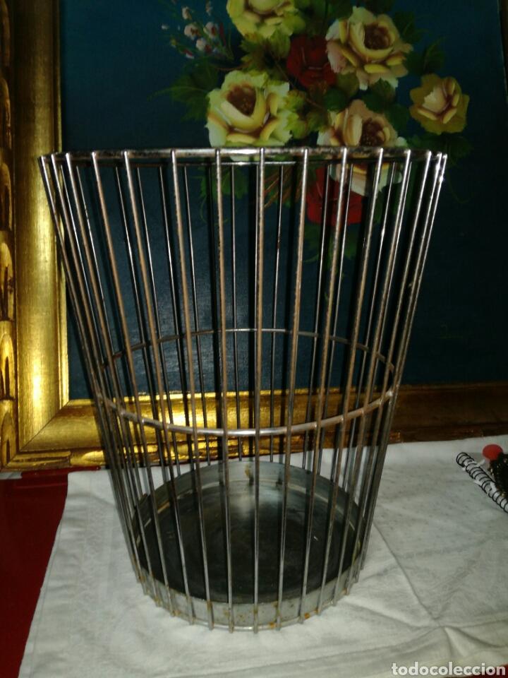 Segunda Mano: Papelera vintage de metal - Foto 2 - 122034947