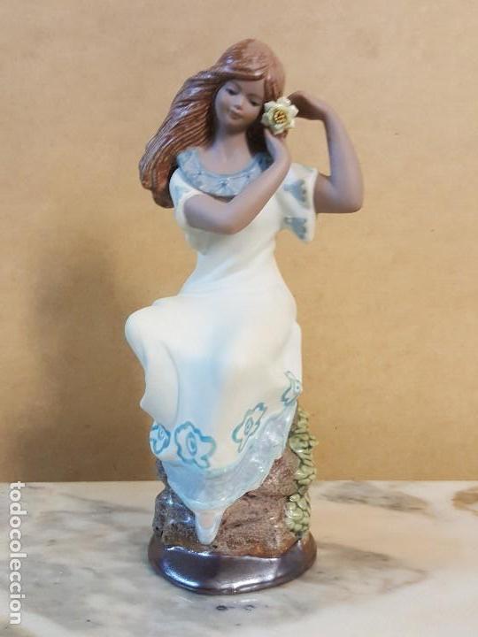 Segunda Mano: Figura de cerámica Valenciana CERAGAN. Mujer con flor en la cabeza - Foto 2 - 128126931