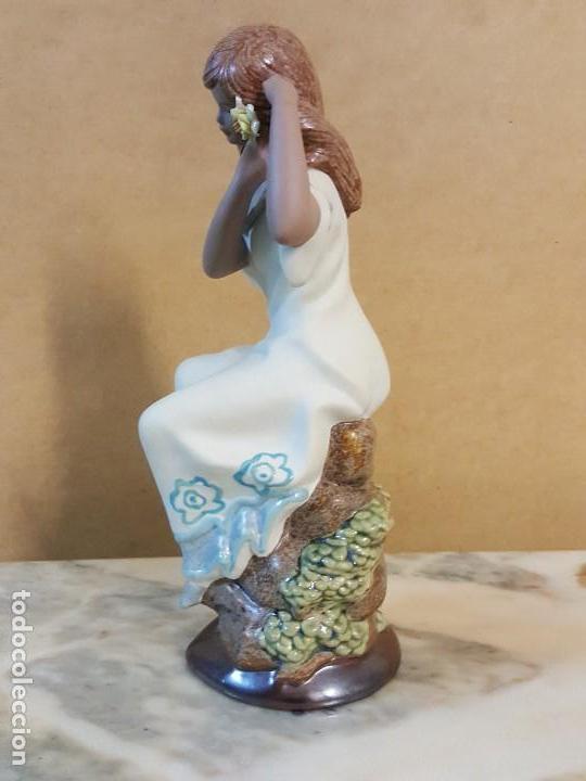 Segunda Mano: Figura de cerámica Valenciana CERAGAN. Mujer con flor en la cabeza - Foto 3 - 128126931