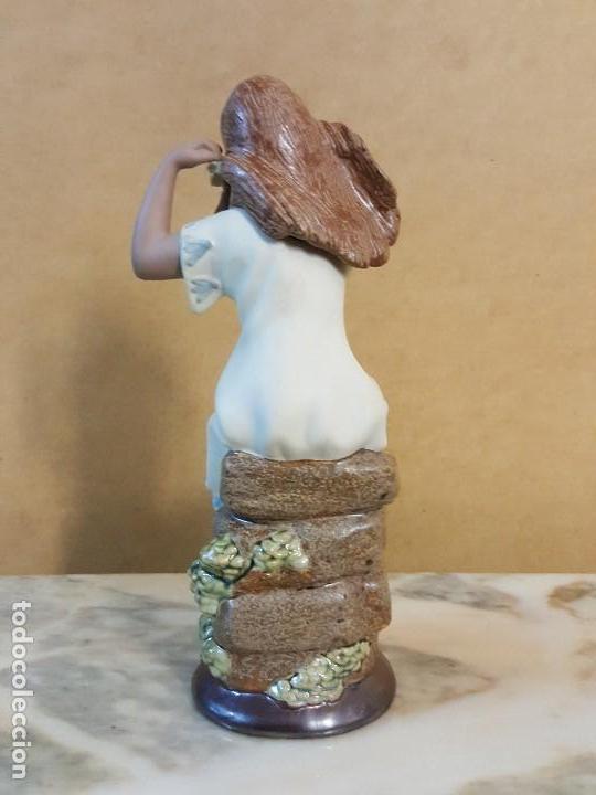 Segunda Mano: Figura de cerámica Valenciana CERAGAN. Mujer con flor en la cabeza - Foto 4 - 128126931