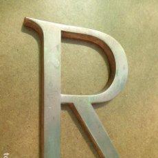 Segunda Mano: LETRA R EN BRONCE. TIPOGRAFIA DE ROTULO DE ANTIGUO COMERCIO. 15 CM ALT.. Lote 128215863