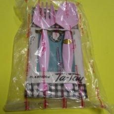 Segunda Mano: TA-TAY PAK DE CUBIERTOS PARA ENSALADERA PLASTICO DURO COLOR ROSA 22 CMS. ENVOLTORIO ORIGINAL SIN USO. Lote 131406682