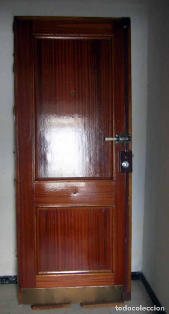 Segunda Mano: Puerta blindada de madera - Foto 2 - 139606846