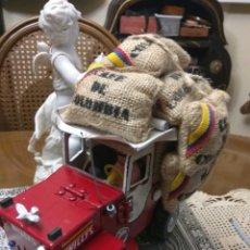 Segunda Mano: CAFÉ DE COLOMBIA WILLYS DE MADERA ARTESANAL. Lote 189329217