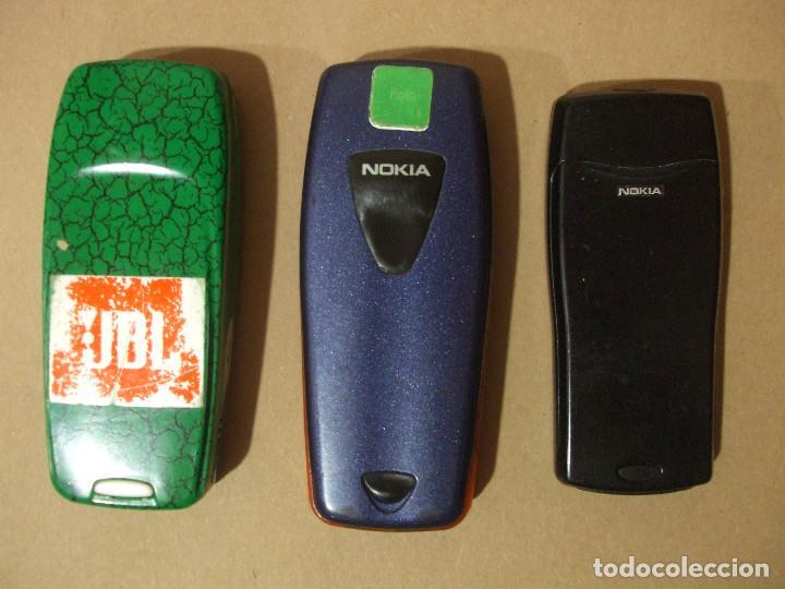 Segunda Mano: Lote 3 Moviles Clasicos Nokia Antiguos Modelos 3310 3510 8210 + baterias Movil Sin probar Mobil - Foto 2 - 140476406