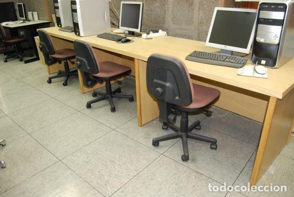 Mesa de oficina en madera para tres puestos de trabajo