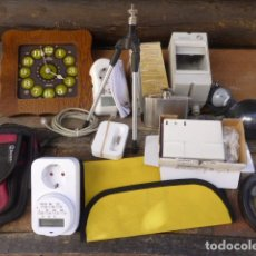 Segunda Mano: LOTE DE VARIOS ARTICULOS, RELOJ, FIGURACASCO, TECLADO, ALTAVOCES, PROGRAMADOR TELEFONIA ADSL, BASE I. Lote 158563682