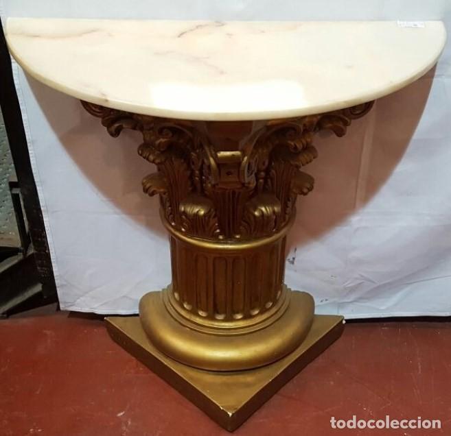 PEDESTAL O CONSOLA DORADA CON TAPA DE DE MARMOL (Segunda Mano - Hogar y decoración)