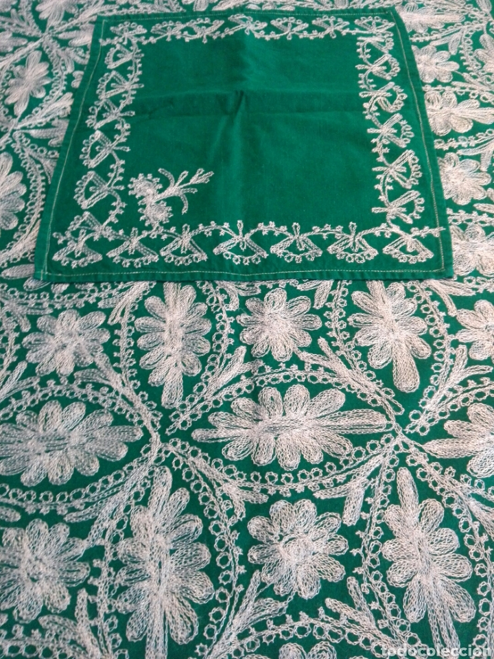 Segunda Mano: Mantel vintage india en verde bordado en hilo de cadeneta blanco ideal traje de Imagen Virgen o niño - Foto 2 - 163735462