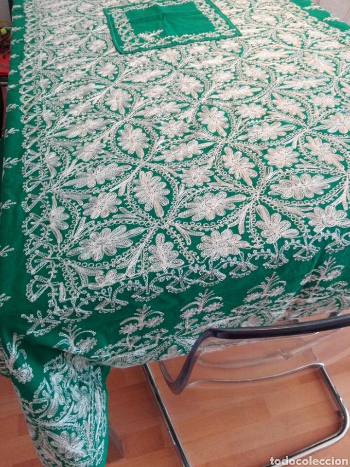 Segunda Mano: Mantel vintage india en verde bordado en hilo de cadeneta blanco ideal traje de Imagen Virgen o niño - Foto 3 - 163735462