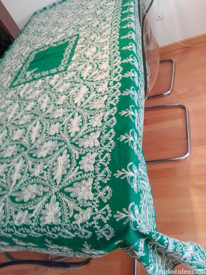 Segunda Mano: Mantel vintage india en verde bordado en hilo de cadeneta blanco ideal traje de Imagen Virgen o niño - Foto 4 - 163735462
