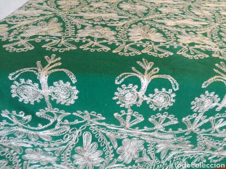 Segunda Mano: Mantel vintage india en verde bordado en hilo de cadeneta blanco ideal traje de Imagen Virgen o niño - Foto 8 - 163735462