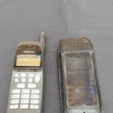 Segunda Mano: TELÉFONO MÓVIL NOKIA DE PRIMERA GENERACIÓN. VINTAGE CON SU FUNDA DE PIEL ORIGINAL. FUNCIONANDO. Lote 163785166
