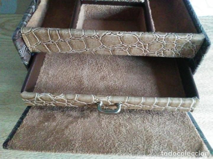 Segunda Mano: Joyero joyerito baul simil piel de cocodrilo interior gamuza - Foto 5 - 170027964
