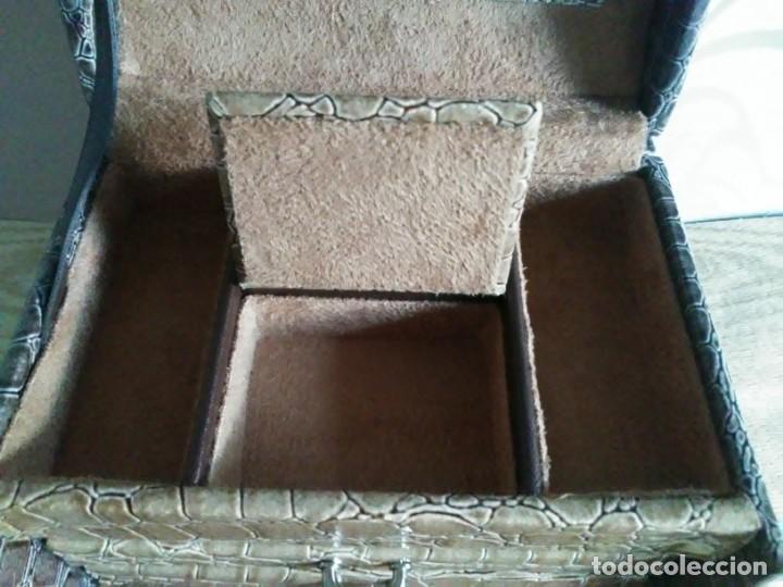 Segunda Mano: Joyero joyerito baul simil piel de cocodrilo interior gamuza - Foto 6 - 170027964