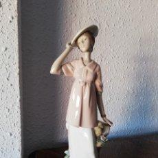 Segunda Mano: FIGURA DE PORCELANA DE NADAL . Lote 179557505