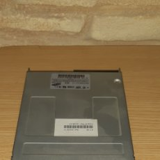 Segunda Mano: DISQUETERA SAMSUNG PC - 3,5 - 1,44 MB. Lote 180130831