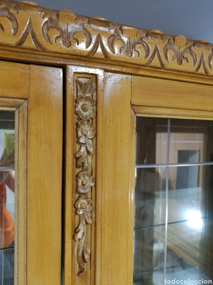 Segunda Mano: Vitrina clasica madera tallada - Foto 2 - 180864177