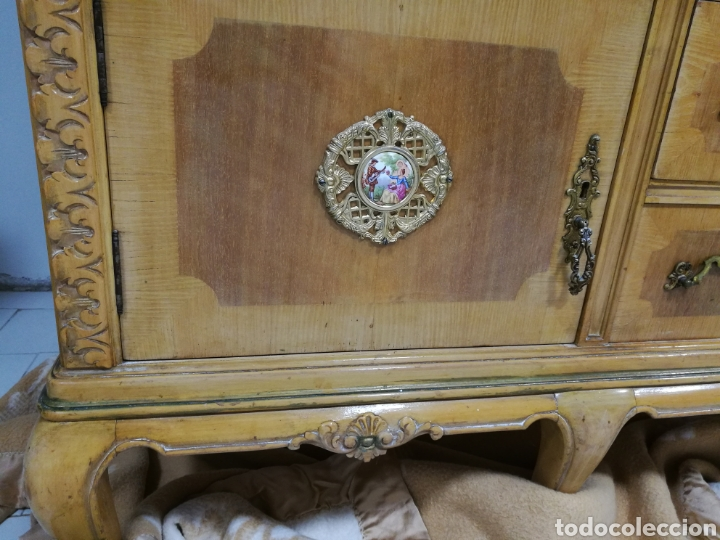 Segunda Mano: Vitrina clasica madera tallada - Foto 4 - 180864177