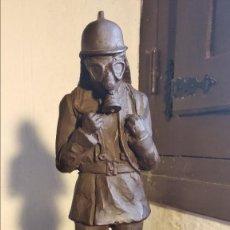 Segunda Mano: FIGURA DE ESCAYOLA DE BOMBERO. 20 CM. Lote 183995243