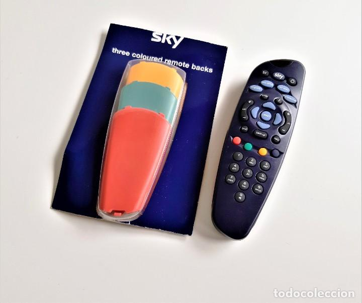 SKY TV DIGITAL CONTROL REMOTO + 3 CARCASAS DE RECAMBIO (Segunda Mano - Artículos de electrónica)
