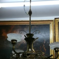 Segunda Mano: LAMPARA DE BRONCE Y CRISTAL MODERNISTA CON TRES LUCES . Lote 191102028