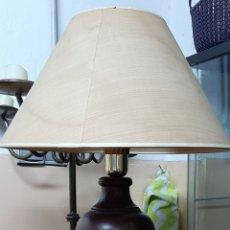 Segunda Mano: LAMPARA DE MADERA MÁCIZA EN BUEN ESTADO. 70 CM. DE ALTO. Lote 194061778