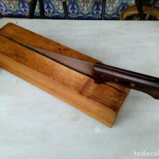 Segunda Mano: CUCHILLO CON TABLA DE CORTE DE BACALAO. Lote 194675871