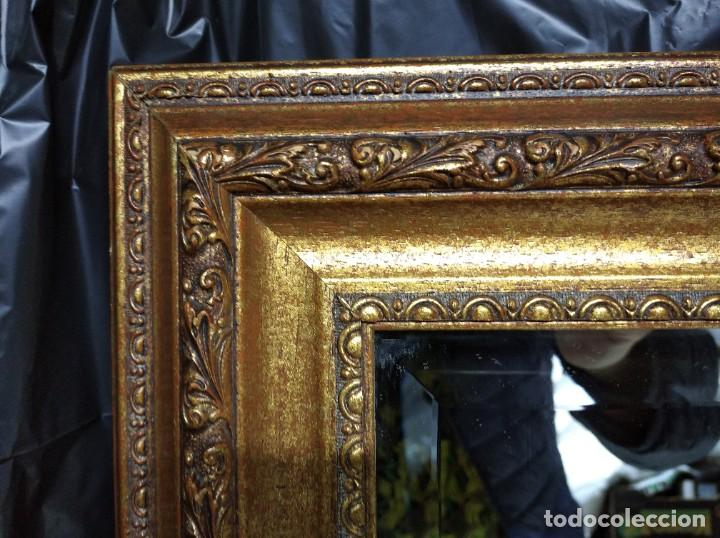 Segunda Mano: Espejo con marco dorado. Medidas 1055 x 565 cm. - Foto 2 - 195330085