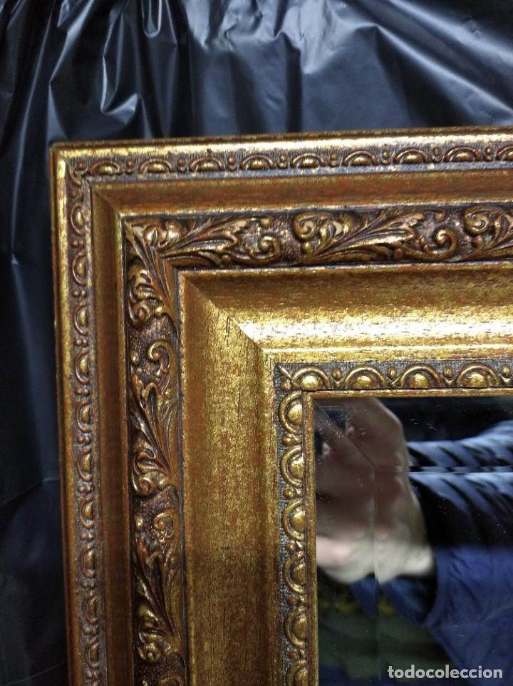 Segunda Mano: Espejo con marco dorado. Medidas 1055 x 565 cm. - Foto 3 - 195330085