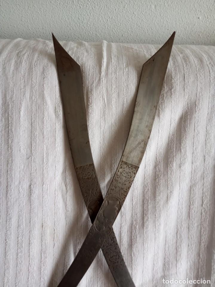 Segunda Mano: pareja de espadas toledanas para decoración mango cobre con filigrana - Foto 7 - 198083402