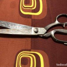 Segunda Mano: ANTIGUAS TIJERAS DE SASTRE TRES CLAVELES. Lote 199473420