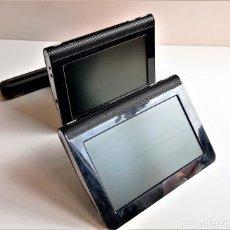 Segunda Mano: REPRODUCTOR POR USB DE PELICULAS Y VIDEOS PARA COCHE DOS PANTALLAS DE 7 PULGADAS CREO. Lote 207036258