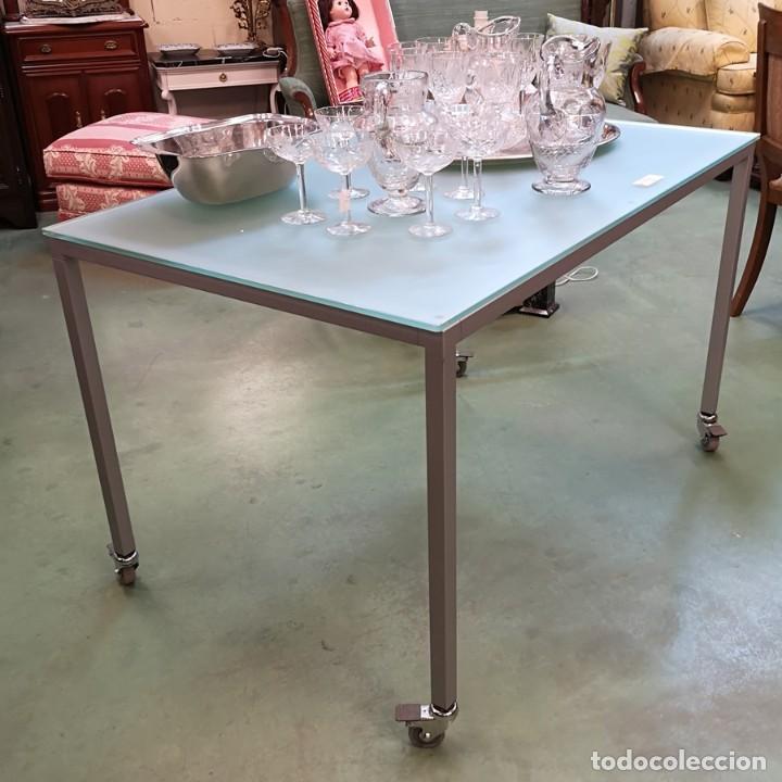 Segunda Mano: Mesa con Ruedas - Foto 2 - 209653966