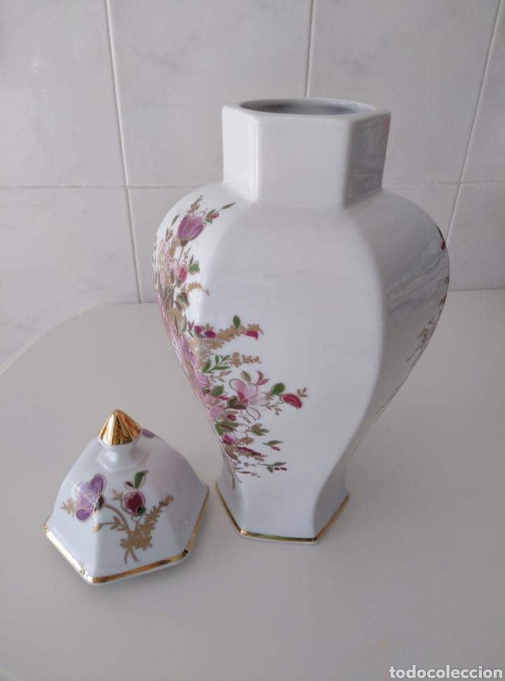 Segunda Mano: Jarrón tipo Tibor. Motivos florales con dorados. - Foto 3 - 212091746