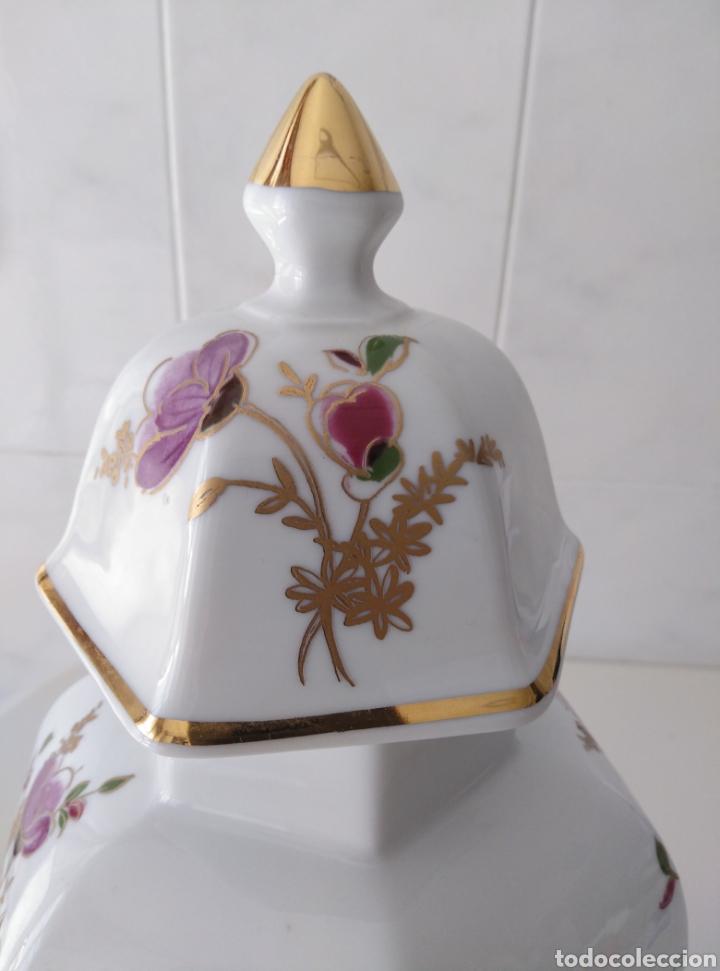 Segunda Mano: Jarrón tipo Tibor. Motivos florales con dorados. - Foto 4 - 212091746