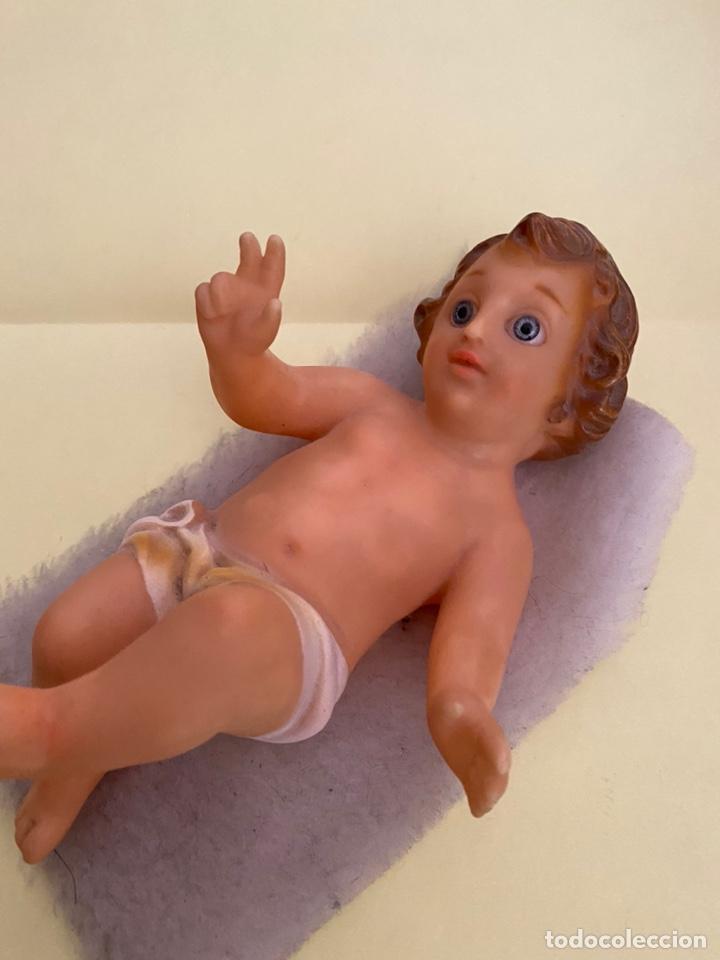 Segunda Mano: Figura del niño Jesús. Figura religiosa acabada en plástico. Años 90 - Foto 2 - 214263815